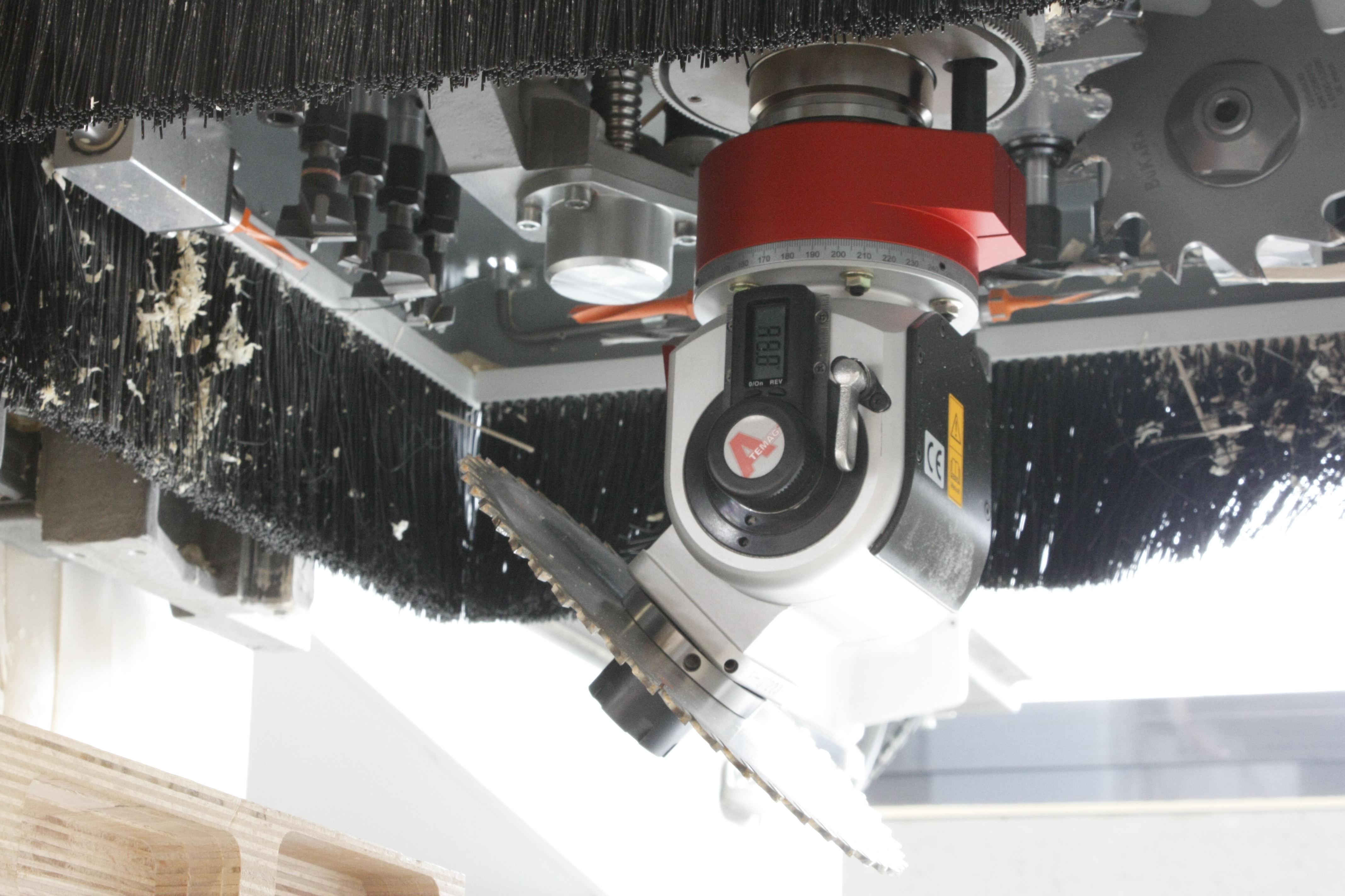 Atemag angular aggregate with saw blade on CNC machining center