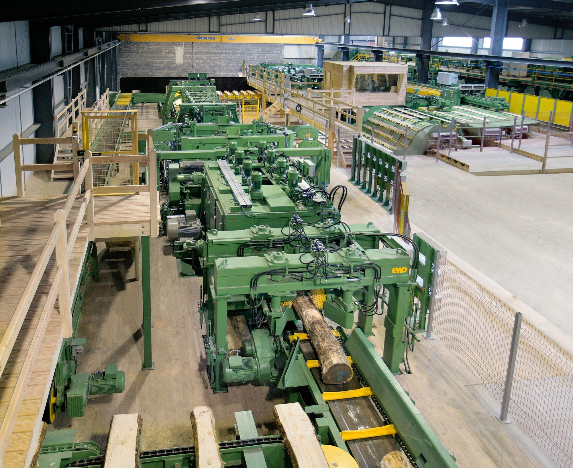 EWD chipper canter line in the sawing hall of a softwood sawmill