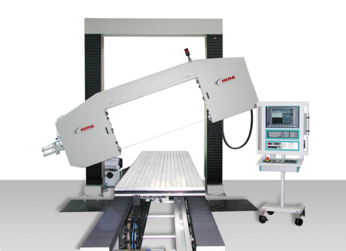 CNC controlled horizontal bandsaw