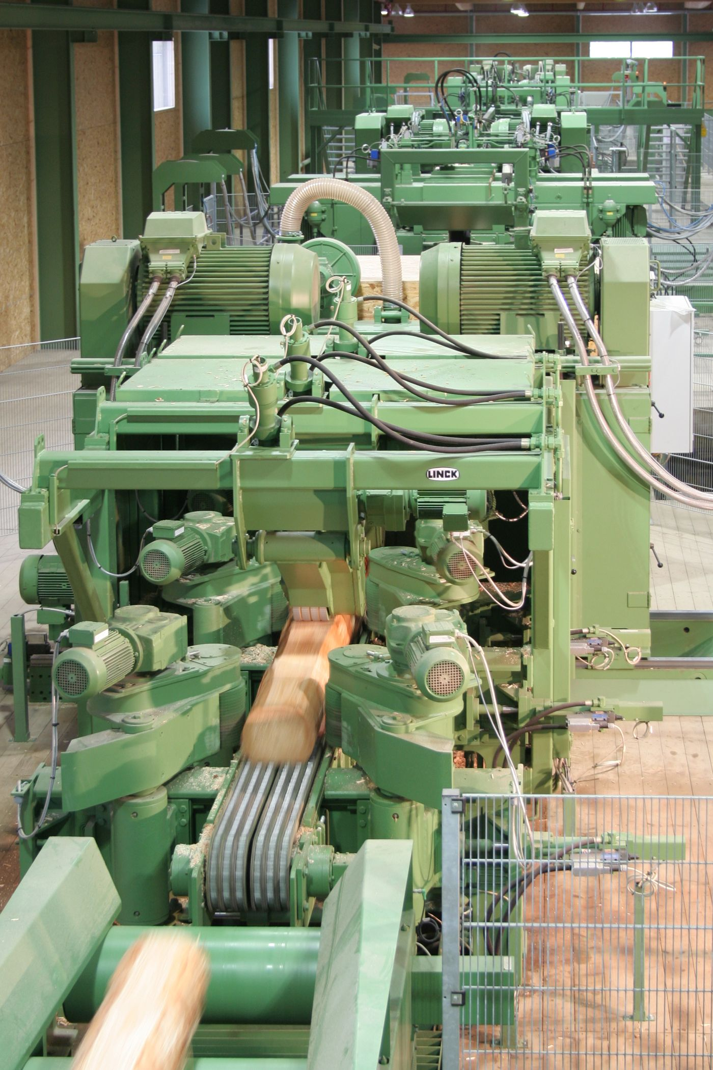 Profiling line in a sawmill