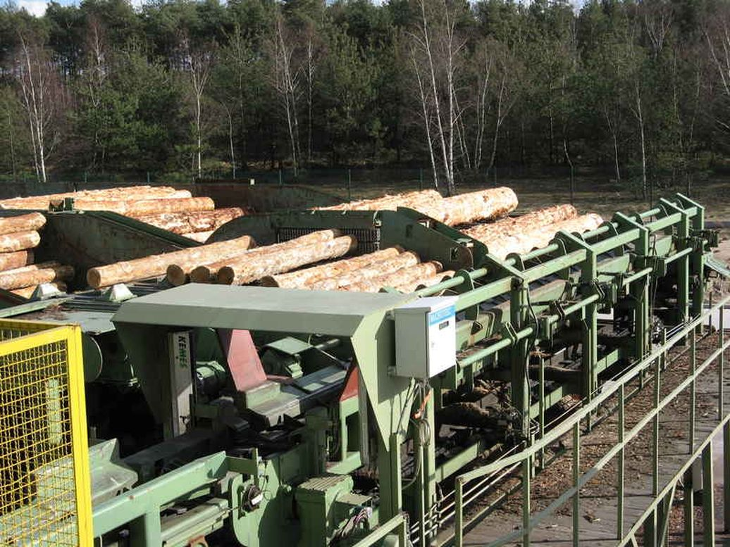 Logyard: Sorting and conveying system in the sawmill